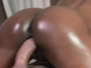 Ebony beauty squirts before doggystyle