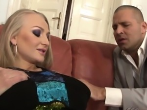 Dickriding mature glambabe fingered in ass