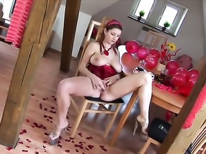 Snow with big knockers and bald muff fills the hole between her legs with dildo