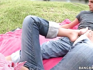 Latina in blue jeans AJ Estrada gives outdoor footjob