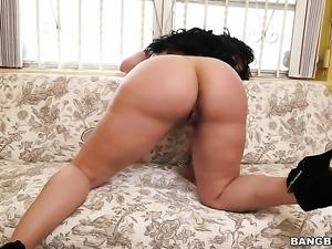 Huge ass looses its panties