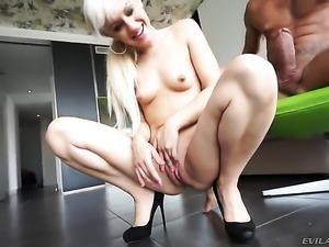 Blonde pornstars is doing anal sex