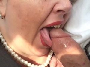 Office bbw slut cums while giving road head