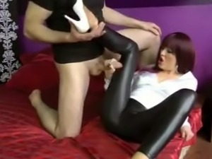 HANDJOB IN LEATHER LEGGINGS