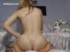 Hardbody female muscle ass on webcam