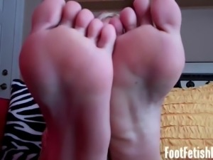 I know you dream about sucking on my toes
