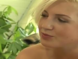 Suesse Blondine ihr erstes mal Anal