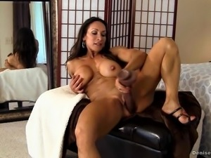 Denise masino - weekend fantasy video - female bodybuilder