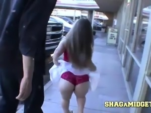 Midget Goes Browsing For A Shag