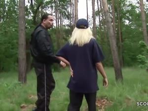 Politesse lange nicht gefickt und laesst sich im Wald bumsen