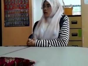 hijab tits flashing