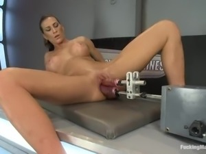 Horny milf has no way but to use a fucking machine