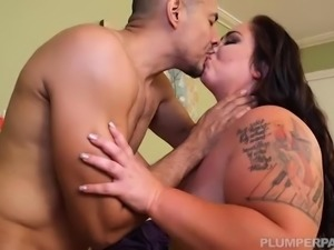 BBW Vanessa London Gets Massaged and Fucked Hardcore