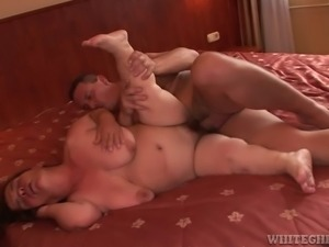 Horny midget gives blowjob and gets her pussy fucked in sideways pose