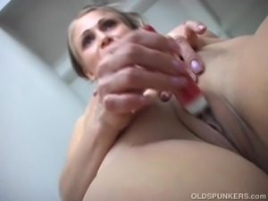 Sexy old spunker shaves her pretty pussy and has a nice wank