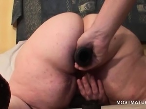 Mature BBW pussy fucked with huge dildo