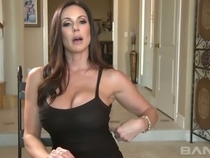 Hot like hell brunette mommy Kendra Lust shows off her great oral skills to...