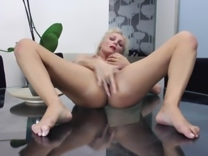 21sextury kira throne takes a cock in both holes 1