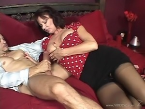Curvy Matured Woman Swallows Cums After Giving Her Guy A Handjob