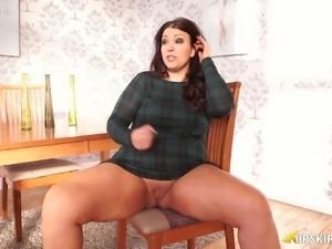 BBW mature Anna Lynn flashing her pussy upskirt