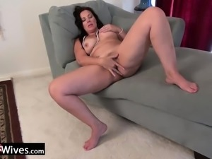 USAwives Dylan Jenn Curvy Mature Solo Masturbation