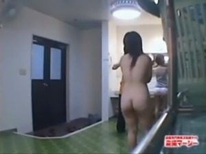 Japanese College Bathroom Spy Cam