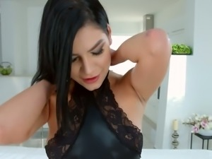 Glamorous babe Annie Wolf's fuckhole is going to get a good workout