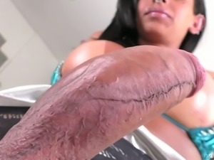 Horny shemale Isabelly Ferreira is a naughty devil who loves masturbating