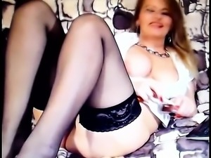 Mature amateur solo toying