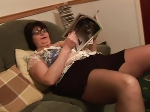 Mature BBW in short skirt rips her black pantyhose
