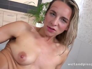 Good looking babe Bianca Ferrero drills her fuckhole with her black dildo
