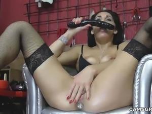 Slutty Kinky Model Fucks Herself In Juicy Ass