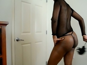 Hot British ebony bitch exposes her fantastic buns