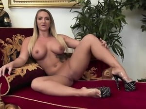 Larissa Dee gets an anal cream pie