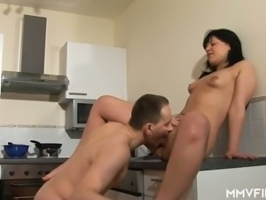 Just ordinary amateur nympho wanna be fucked right in the kitchen