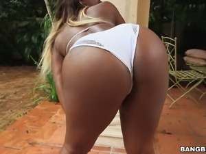 Stacked ebony MILF in sexy denim shorts performs hot solo on terrace early in...