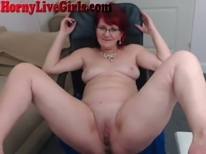 I love the way she plays with her pussy and this granny drives me crazy