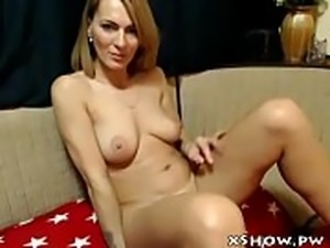 Mature Wet Woman Masturbation On Camshow