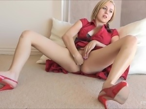 Gorgeous Maelynn Fists Her Own Pussy In A Solo Model Video