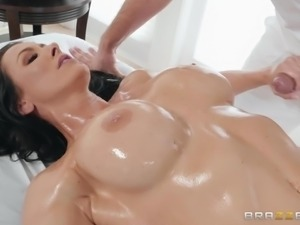 keiran lee gets a cock massage from reagan foxx