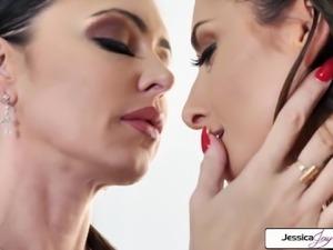 Jessica Jaymes & Silvia Saige lick, suck, scissor, big booty