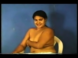 Desi Indian Girl Show boobs on webcam