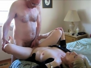 Seductive mature lady gives her needy pussy to a hard cock