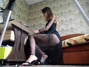 Slim Russian camgirl gets naked and plays with her snatch