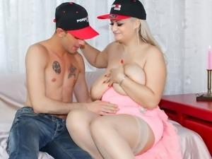 SCAMBISTI MATURI - BBW blonde newbie gets her pussy fucked
