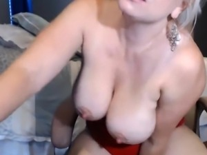 Hot Mom Getting Naughty On A Live Cam