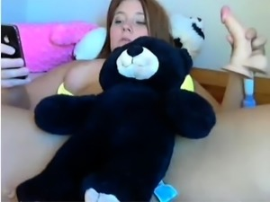 beautiful brunette toys her pussy on webcam