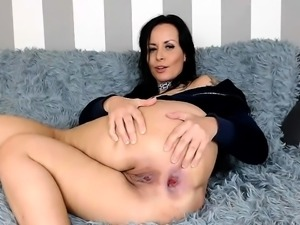 Solo dyke fisting her gaping pussy and cant get enough