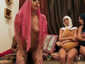 Teen gets caught Hot arab women attempt foursome